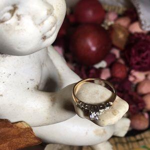 Minimalist Diamond Antique Ring